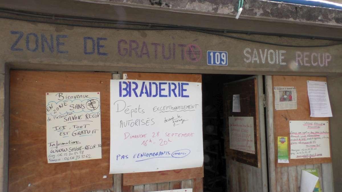 109 rue des ecoles savoie recup zone gratuité braderie